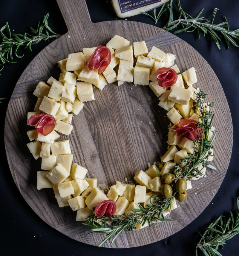 рождественский венок из сыра