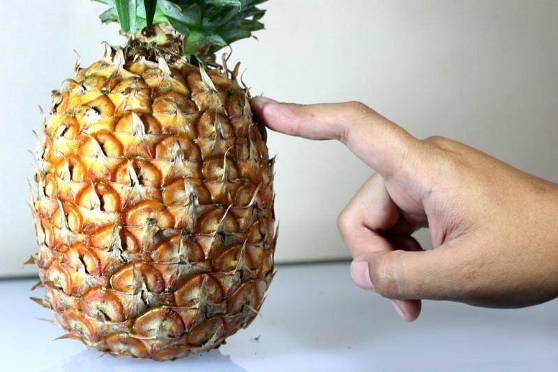 как правильно выбрать спелый ананас