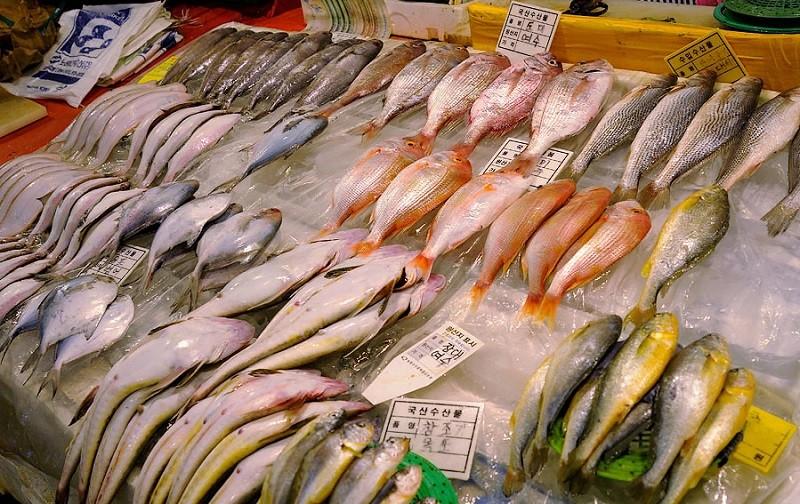 рыба на рынке снимок