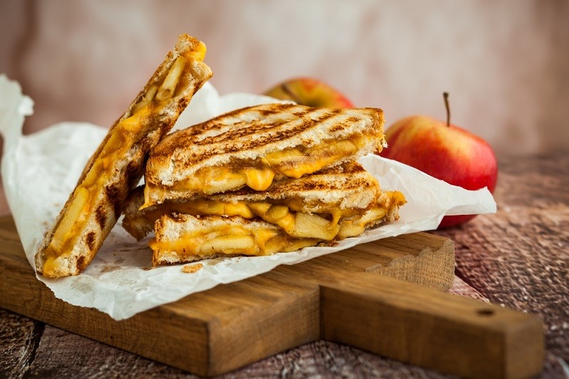 тост с сыром снимок