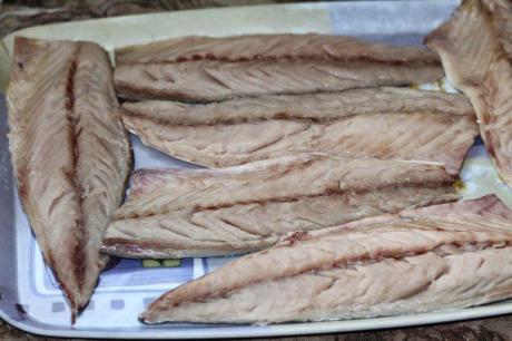 Рецепт скумбрии запеченной с чесноком и паприкой